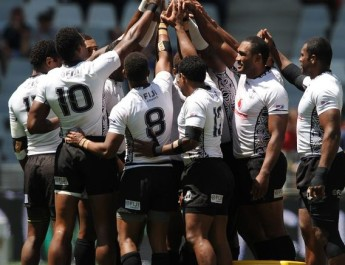 eight_col__U__SEVENS_Fiji_huddle_Cape_Town_16x10